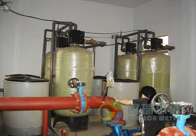 FLECK流量型全自动软水器采用流量控制全部工作程序,设备可连续(或间断)供水。再造由流置控制器自动启动再造装置,可根据需要自选设定再造程序