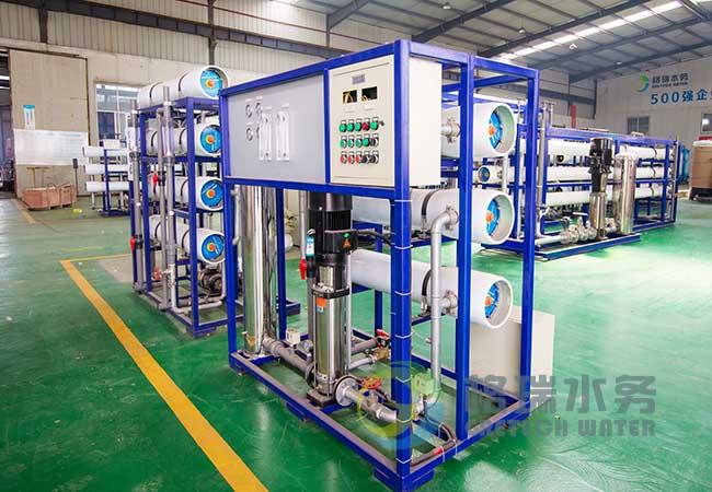 反渗透主机主要由增压泵,膜壳,反渗透膜,控制电路等组成,是整个水处理系统中的核心部分,产水水质的好坏主要也取决该部分